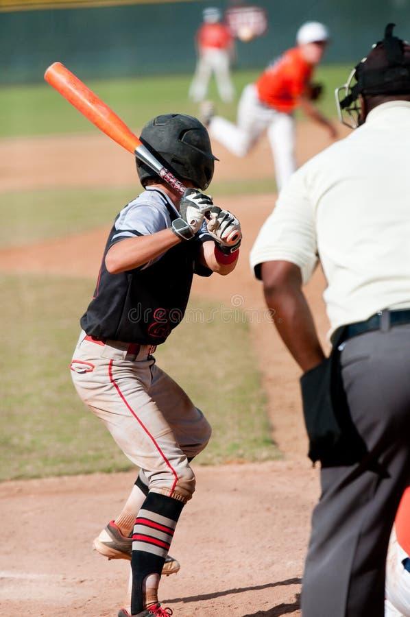 Batedura adolescente americana do jogador de beisebol fotos de stock royalty free