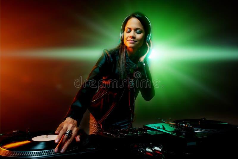 Batendo o partido DJ imagem de stock