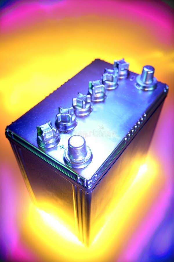 Batería automotora de 12 voltios imagen de archivo libre de regalías