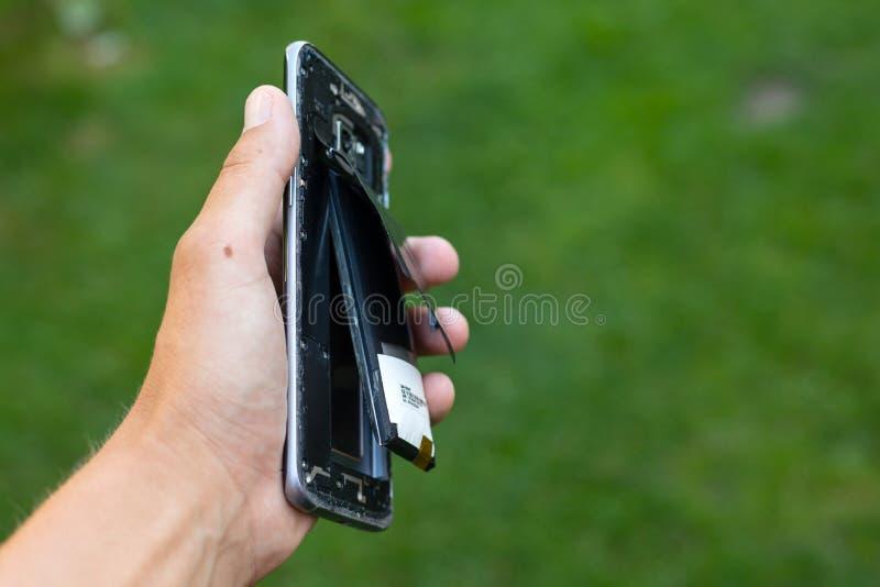 Batería hinchada del smartphone del litio fotos de archivo libres de regalías