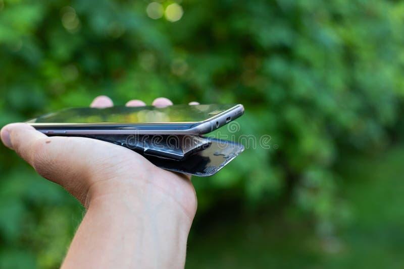 Batería hinchada del smartphone del litio fotografía de archivo