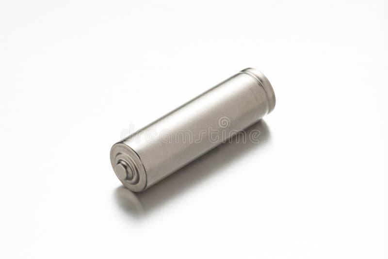 Bateria de prata universal no fundo branco com reflexão fotografia de stock