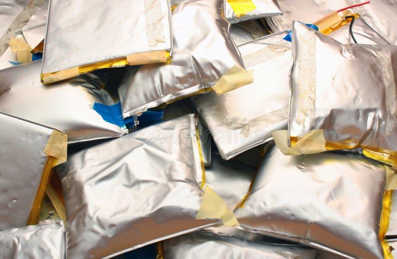 Baterias inchadas do polímero do íon do lítio - desperdício perigoso tóxico imagem de stock