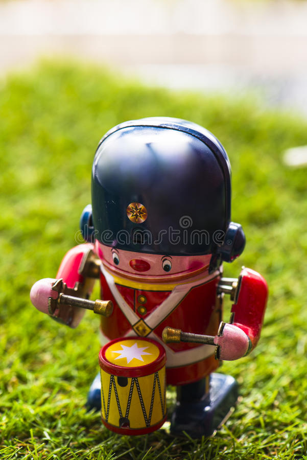 Baterista clássico do brinquedo da lata velha imagens de stock royalty free