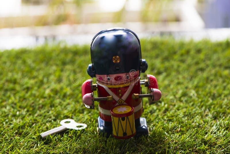 Baterista clássico do brinquedo da lata velha foto de stock royalty free