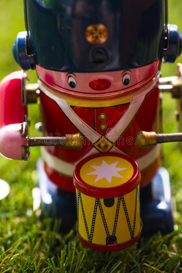 Baterista clássico do brinquedo da lata velha imagem de stock