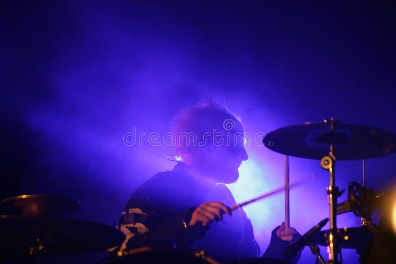 Baterista na fase, Prodigy, concerto em Rússia 2005 fotografia de stock royalty free