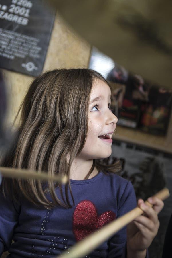 Baterista pequeno Girl fotos de stock