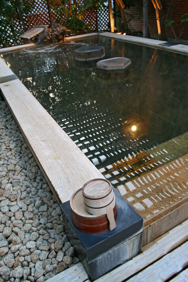 Download Bath d'Onsen photo stock. Image du oriental, réflexion - 731556