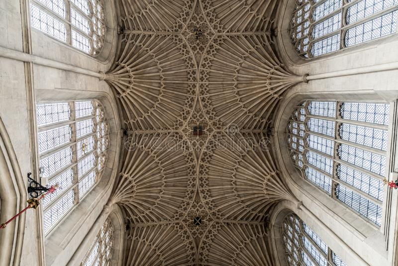 Bath, Regno Unito - 30 AGO 2019: Interno della Chiesa dell'Abbazia di San Pietro e San Paolo, comunemente conosciuta come Abbazia fotografie stock