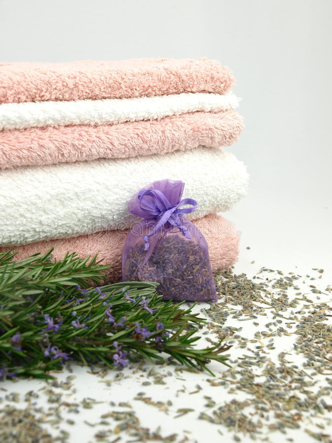 Free Bath Towels With Lavender Stock Images - 18215804