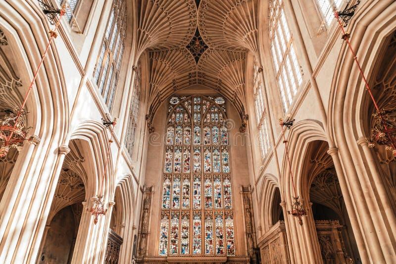 Bath, Vereinigtes Königreich - AUG 30, 2019: Inneres der Abtei StPeter und StPaul, allgemein bekannt als Abtei Bath lizenzfreie stockfotos