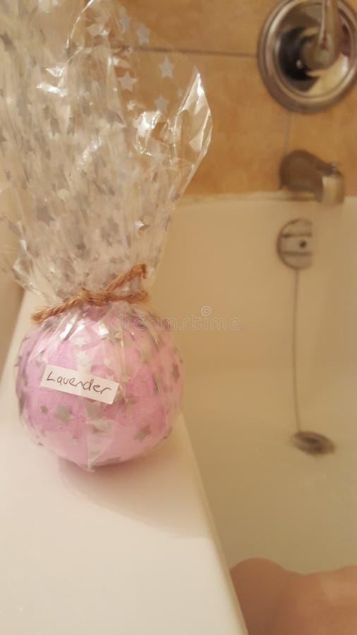 Bathbomb de la lavanda fotografía de archivo libre de regalías