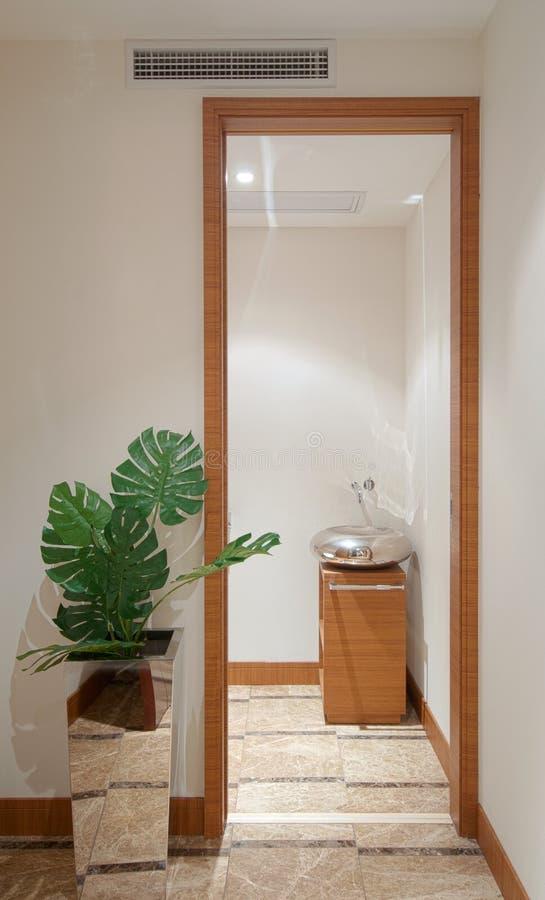 Bathroom. A modern and clean hotel bathroom royalty free stock photos
