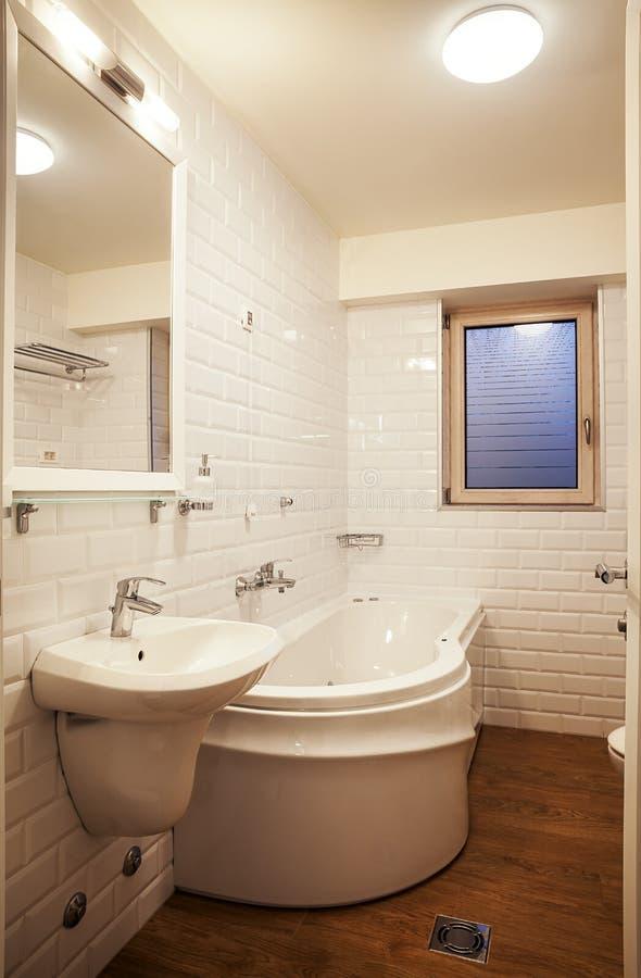bathroom modern small στοκ φωτογραφίες με δικαίωμα ελεύθερης χρήσης
