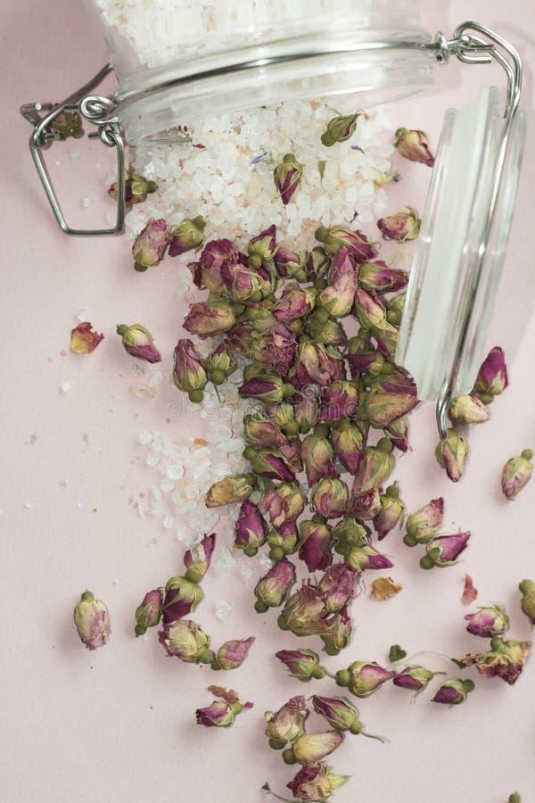 Bathsalt и розы стоковое изображение