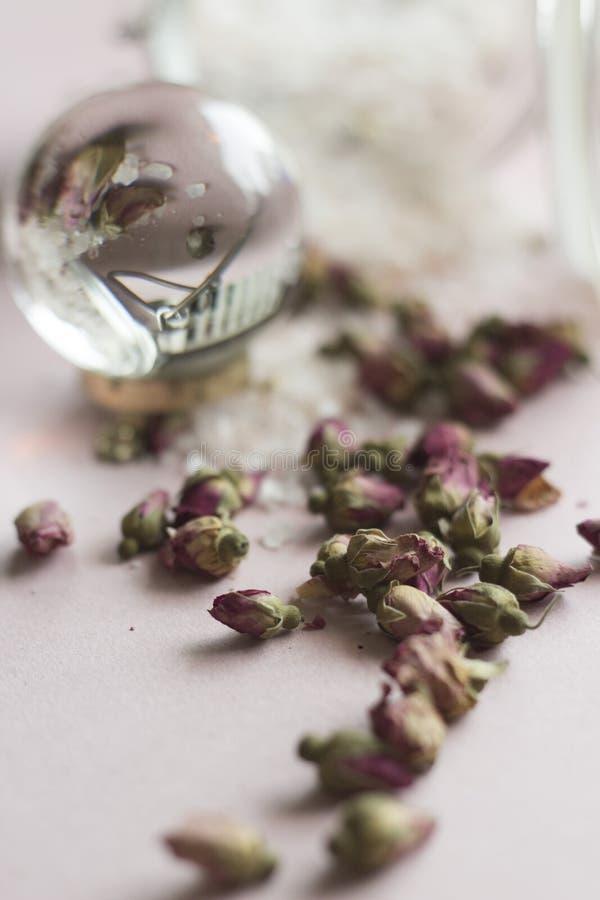 Bathsalt et roses photo stock