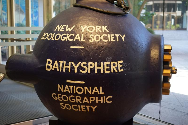 Bathysphere - första utforskning för djupt hav royaltyfri fotografi