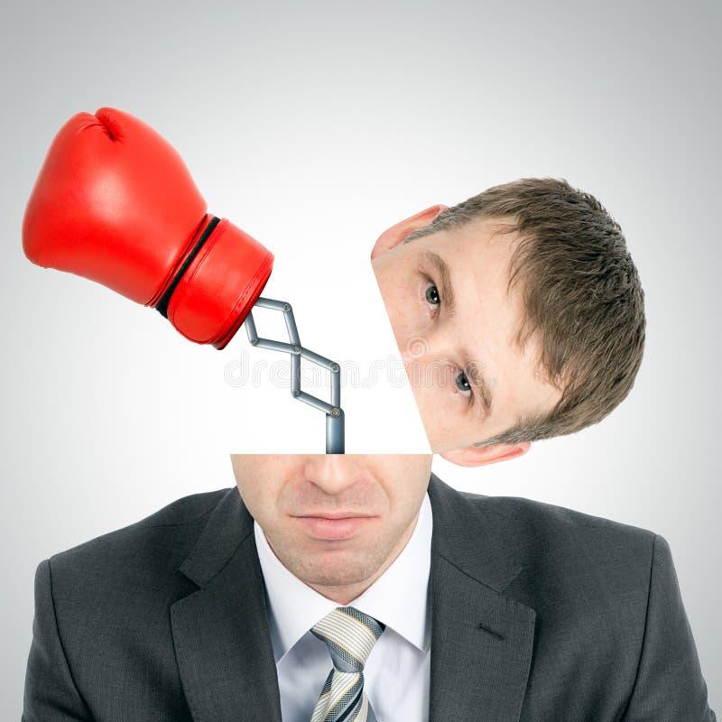 Batida da luva de encaixotamento da cabeça dos businessmans fotos de stock