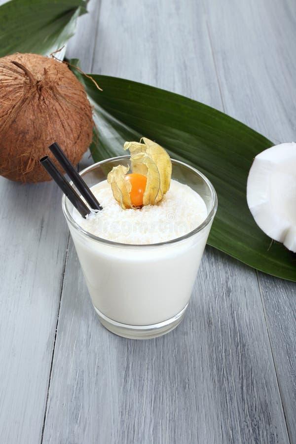 Batido de leche del coco foto de archivo