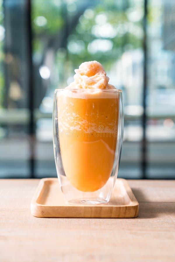 batido de leche tailandés del té de la leche de la mezcla foto de archivo libre de regalías