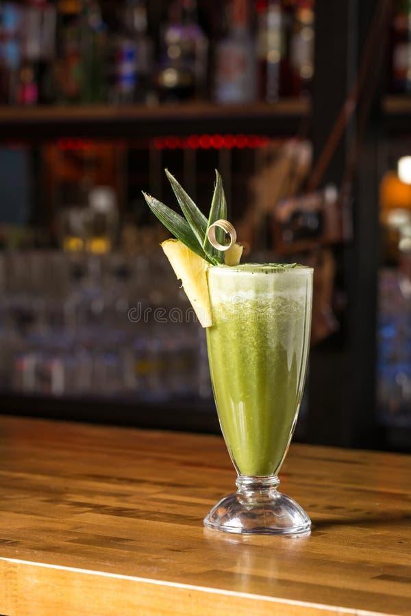 Batido do abacaxi no vidro imagem de stock royalty free