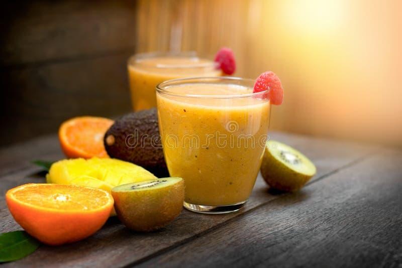 Batido feito com fruto tropical - bebida de refrescamento foto de stock royalty free