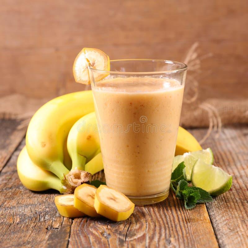 Batido ou milk shake da banana foto de stock