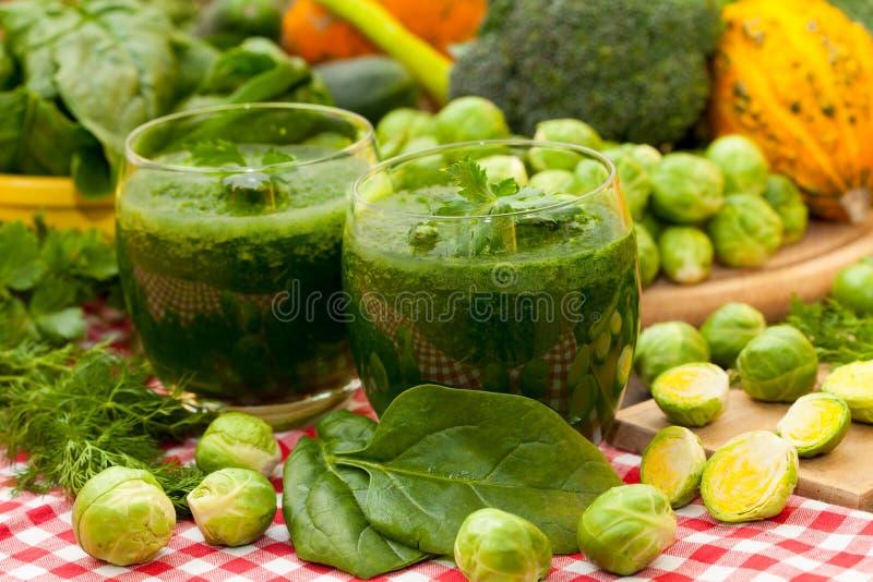 Batidos e vegetais dos espinafres imagens de stock royalty free