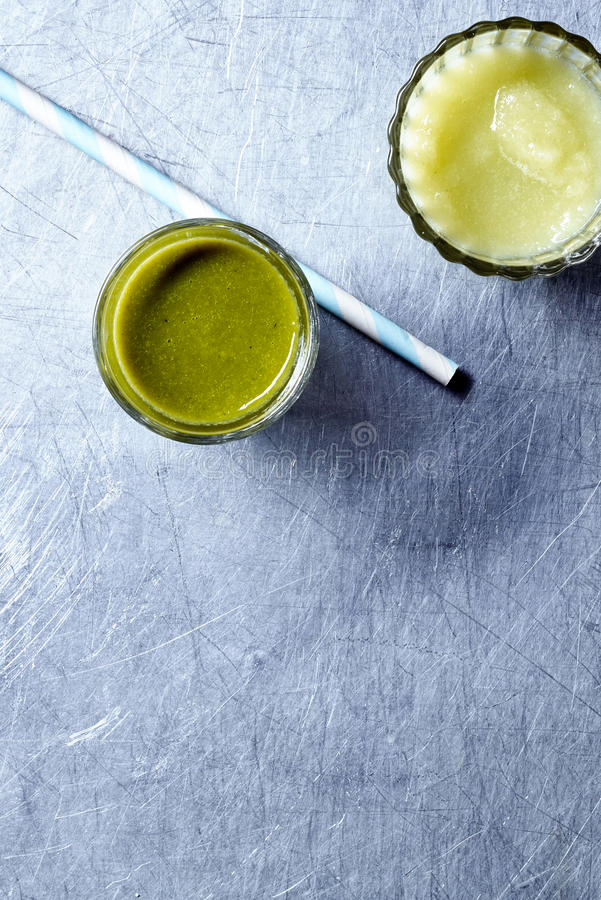 Batidos vegetais orgânicos saudáveis fotos de stock
