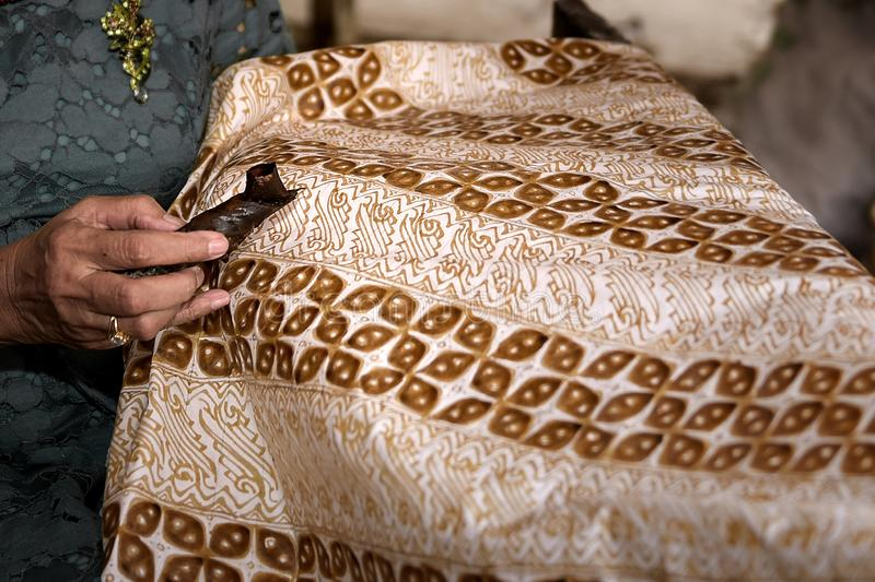 Batik artisans in Sukoharjo, Central Java, Indonesien arkivbilder