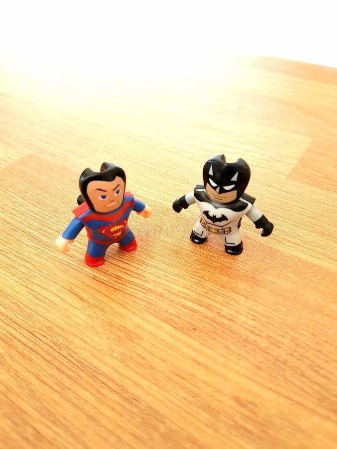 Batman contra o superman foto de stock