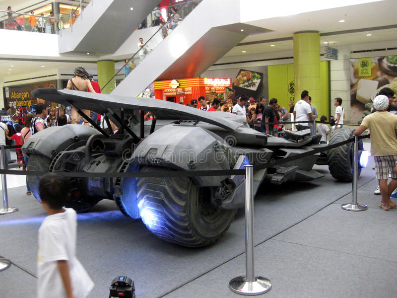 Batmobile modela, alameda de San Jose del Monte de la ciudad del SM, Bulacan imagenes de archivo