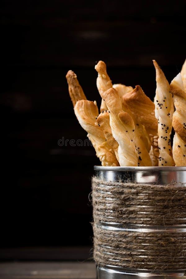 Batons de pain avec des clous et des graines de sésame de girofle photo libre de droits