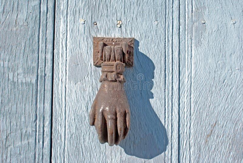 Battacchio sulla porta del allwood immagini stock libere da diritti