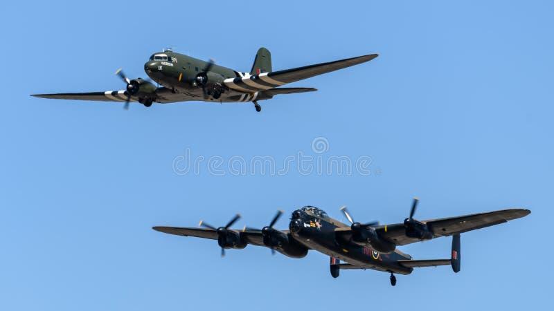 Battaglia del volo commemorativo, di Lancaster e di DC3 di Gran-Bretagna fotografia stock