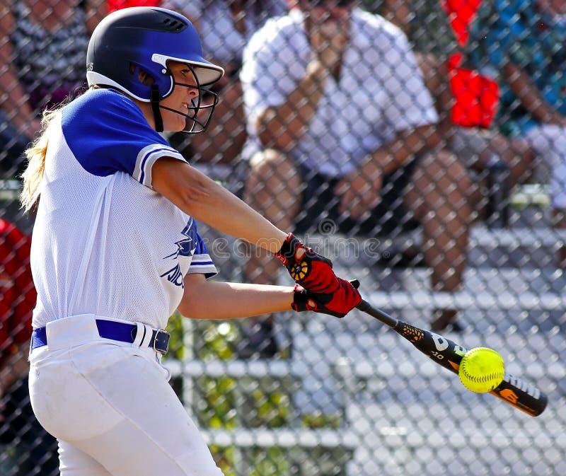 Batte de boule de femme du base-ball de jeux de Canada photos stock