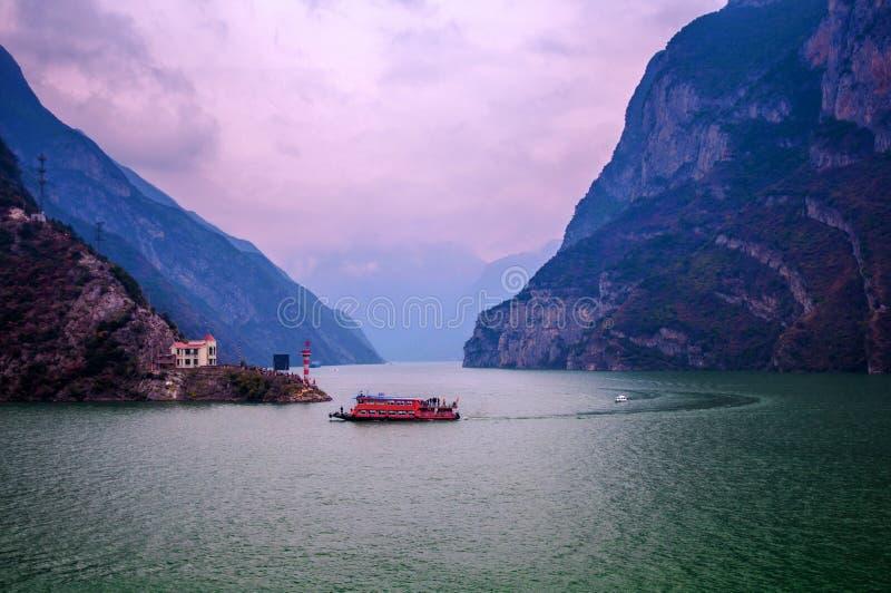 Battello da diporto nel Three Gorges fotografie stock libere da diritti