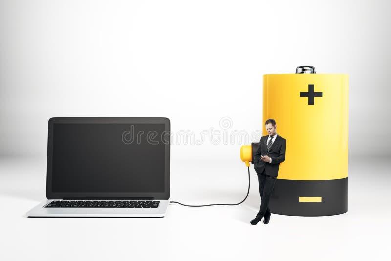 Batteri som laddar den tomma bärbara datorn royaltyfri illustrationer