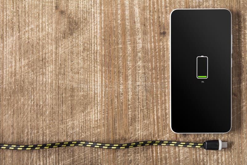 Batteria bassa di Smartphone immagini stock