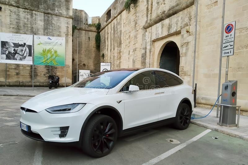 Batterie de recharge du model X de Tesla images stock