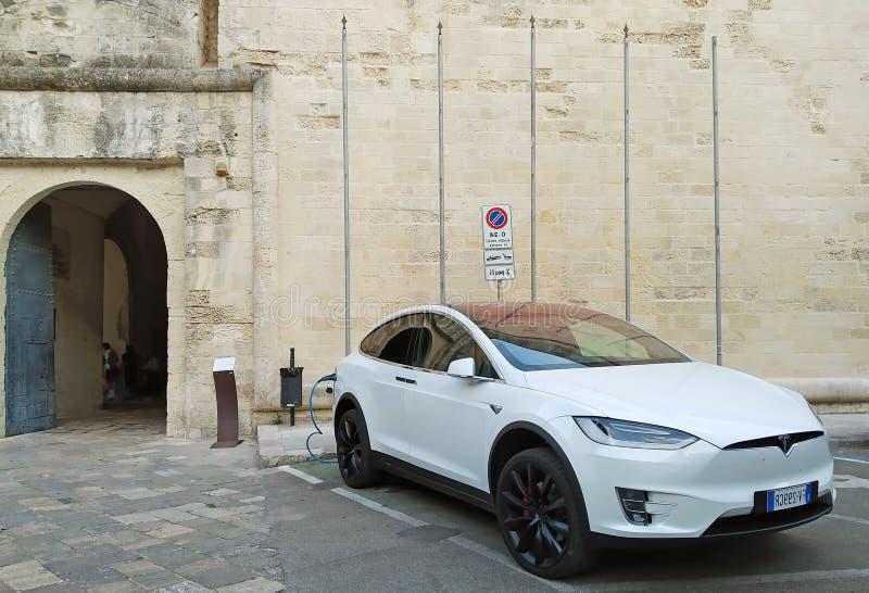 Batterie de recharge du model X de Tesla image libre de droits