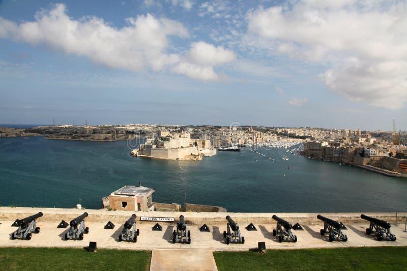 Batterie de salutation et port grand, Malte photographie stock libre de droits