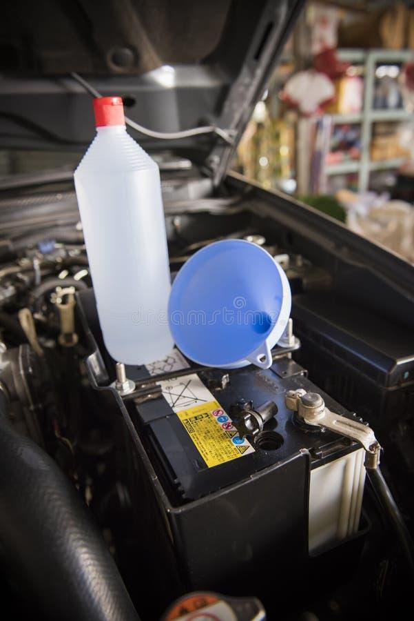Batterie des destillierten Wassers lizenzfreie stockfotos