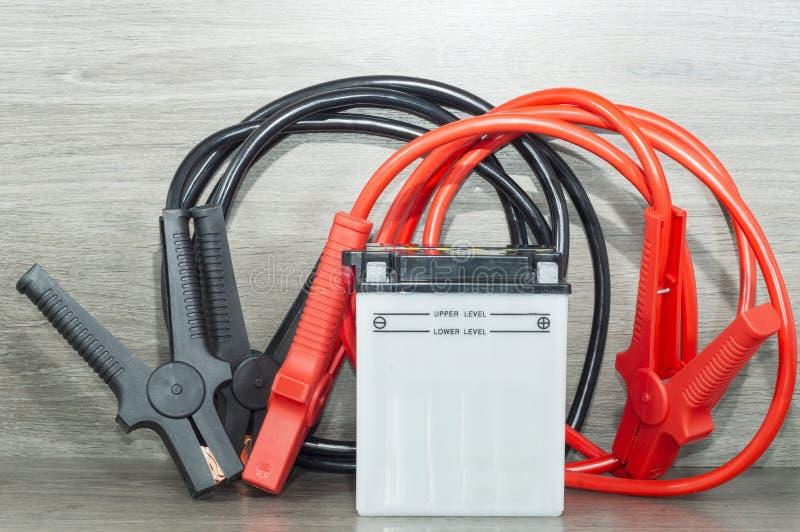Batterie et câbles image stock