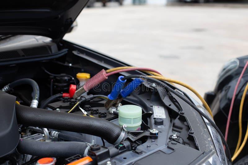 Batterie-Sprungs-Autos, die nicht befestigt werden lizenzfreie stockfotos