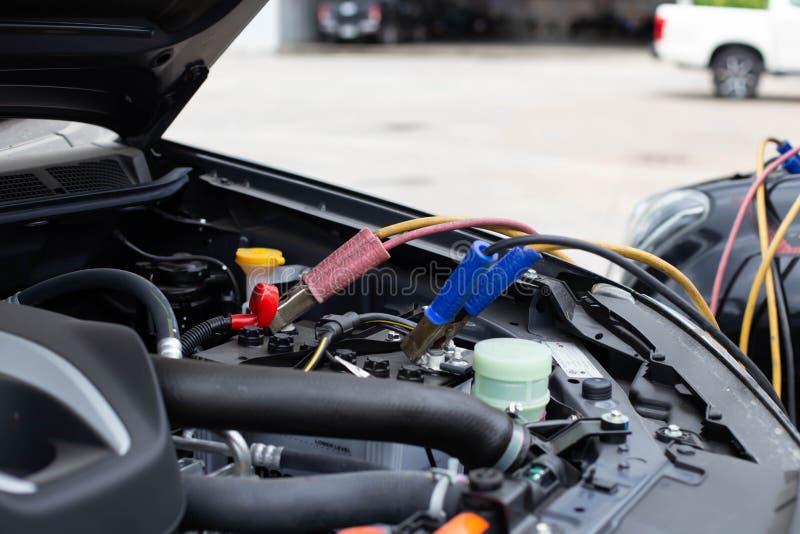 Batterie-Sprungs-Autos, die nicht befestigt werden lizenzfreie stockbilder
