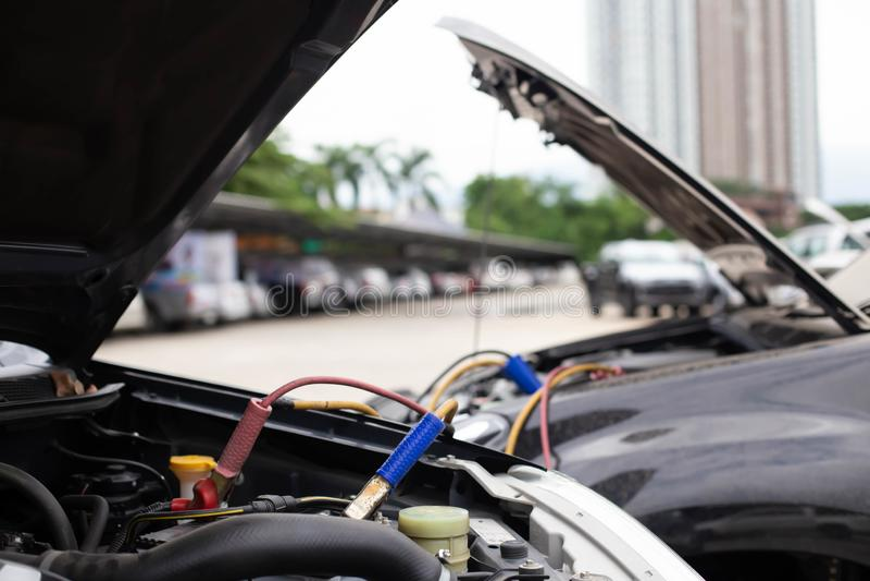 Batterie-Sprungs-Autos, die nicht befestigt werden stockbild