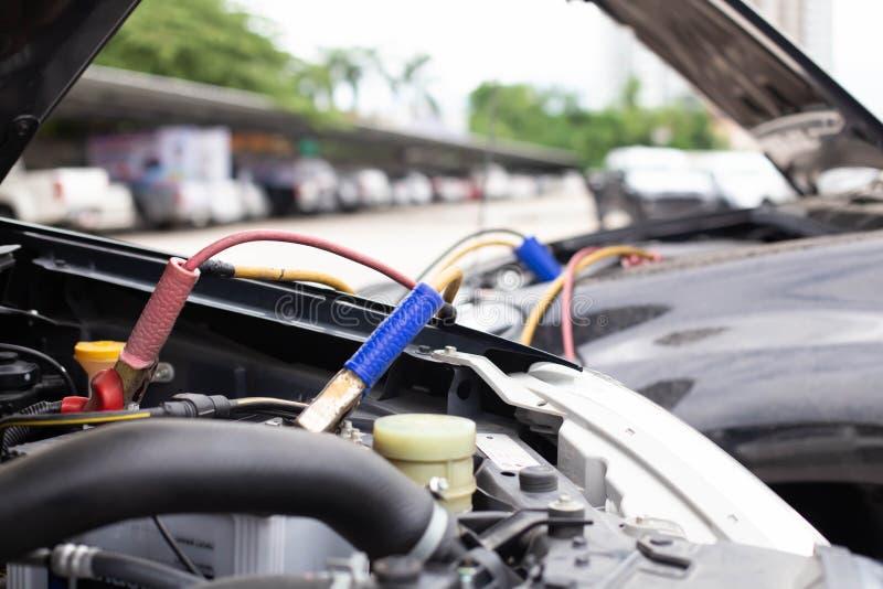 Batterie-Sprungs-Autos, die nicht befestigt werden lizenzfreies stockbild