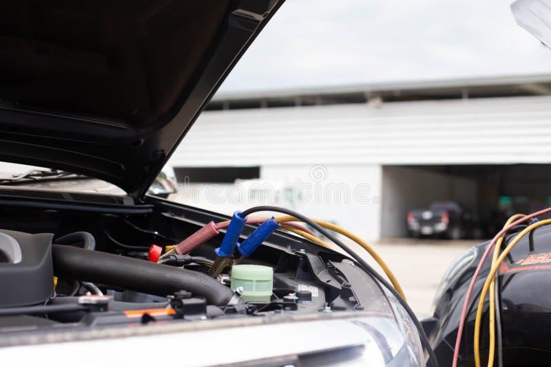 Batterie-Sprungs-Autos, die nicht befestigt werden stockfotos
